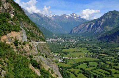 Widok na Le Bourg-d'Oisans rodzinne miasteczko Roberta