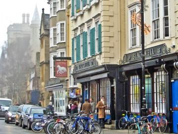 """Księgarnia """"Blackwell"""" na Broad Street (Oxford)."""
