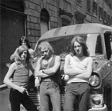 Sopworth Camel. Od lewej: Dave, Alex, Pete, Martin.