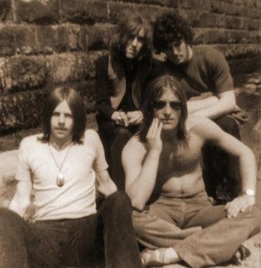Red Dirt. Od lewej: Kenny Giles, Steve Jackson, Stone Howden (w okularach), Dave Richardson
