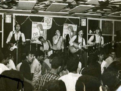 Churchills w klubie Masakha (1968). Uwaga: niemal całkowita męska publiczność.